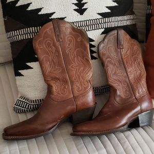 Ariat boots size 8b